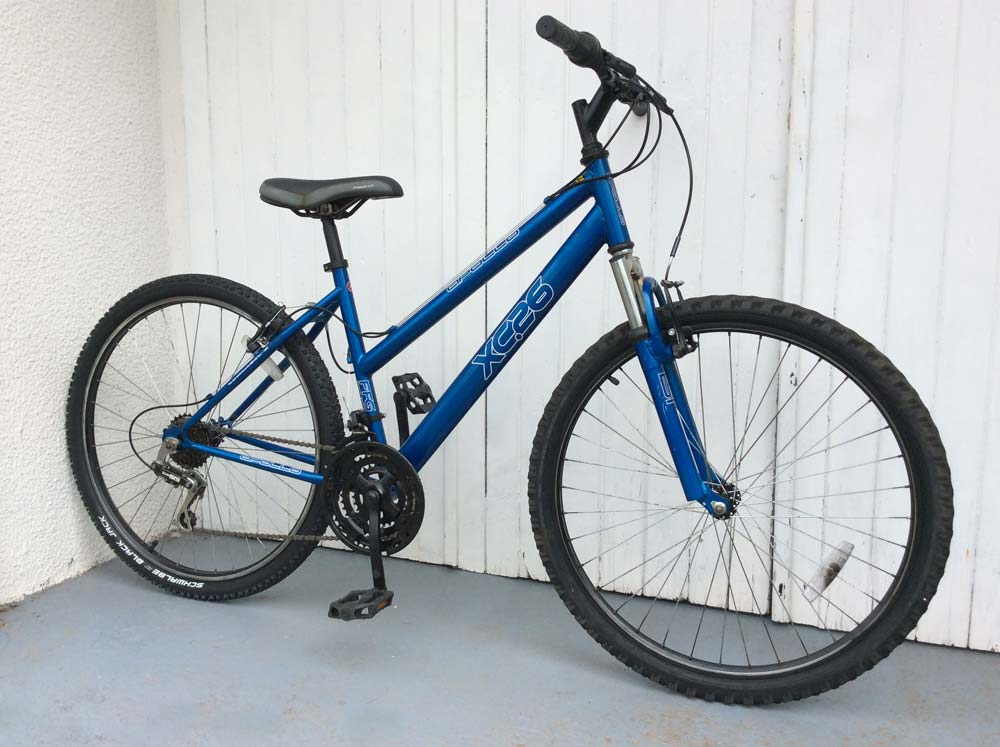 Apollo XC26 Bicycle in blue